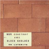 mur construit avec des blocs en BTS GEOLUCE
